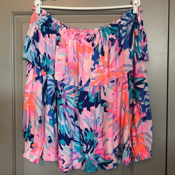 caba91e8f4673a Lilly Pulitzer Tops - EUC Lilly Pulitzer Dee Top in Off Tropic